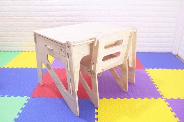 Bàn ghế trẻ em hiện nay đa dạng về chất liệu vậy đâu là chất liệu an toàn đối với trẻ